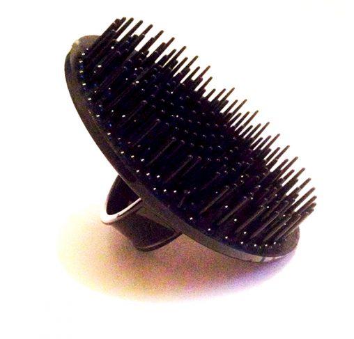 Bass - מברשת מיועדת לשימוש עם שמפו בזמן הרחצה